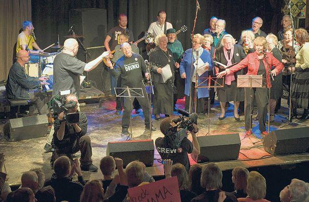Ennen loppuunmyytyä konserttia Helsingin Aleksanterin teatterissa sunnuntaina K-70-ryhmä otti keikkatuntumaa Tavastialla.