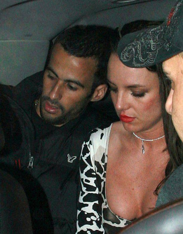 Britneyn bileet kestivät kaksi tuntia.