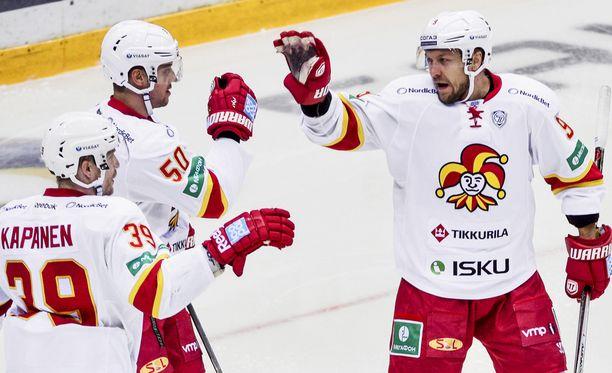 Maaleja iskenyt Niklas Hagman on 34-vuotias, kapteeni Niko Kapanen on 36-vuotias.