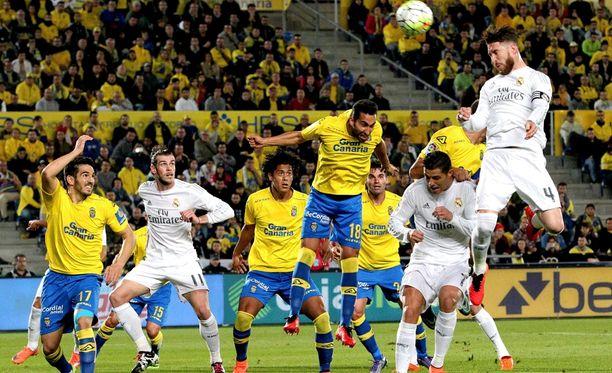 Sergio Ramos (oik.) puski komeasti ottelun avausmaalin.