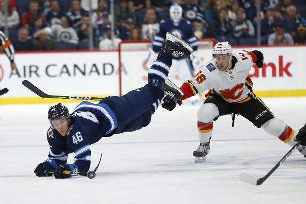 Joona Luoto (46) pelasi muutaman harjoitusottelun Jetsin paidassa, mutta NHL-pelit ovat toistaiseksi saaneet odottaa.