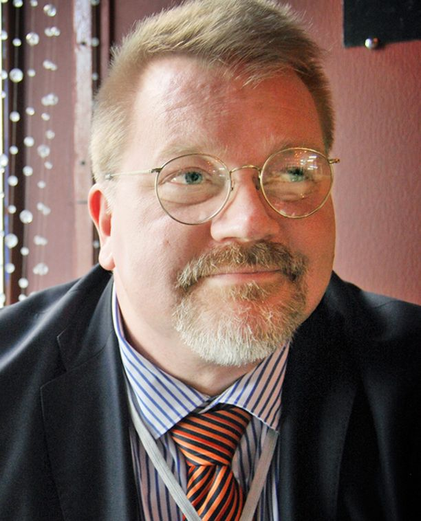 Johan Bäckmanin mielestä Nelosen päätös liittyi Bäckmanin vierailuun Sarasvuon ohjelmassa.