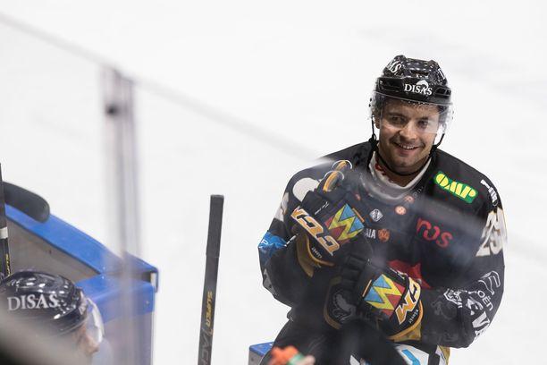 Tshekkihyökkääjä Radek Koblizek iski Kärpät 1-0-johtoon.