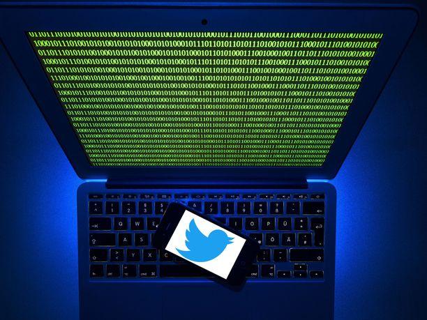 Hakkerit julkaisivat muun muassa ex-presidentti Barack Obaman ja Amazon-perustaja Jeff Bezosin tileiltä huijausviestejä.