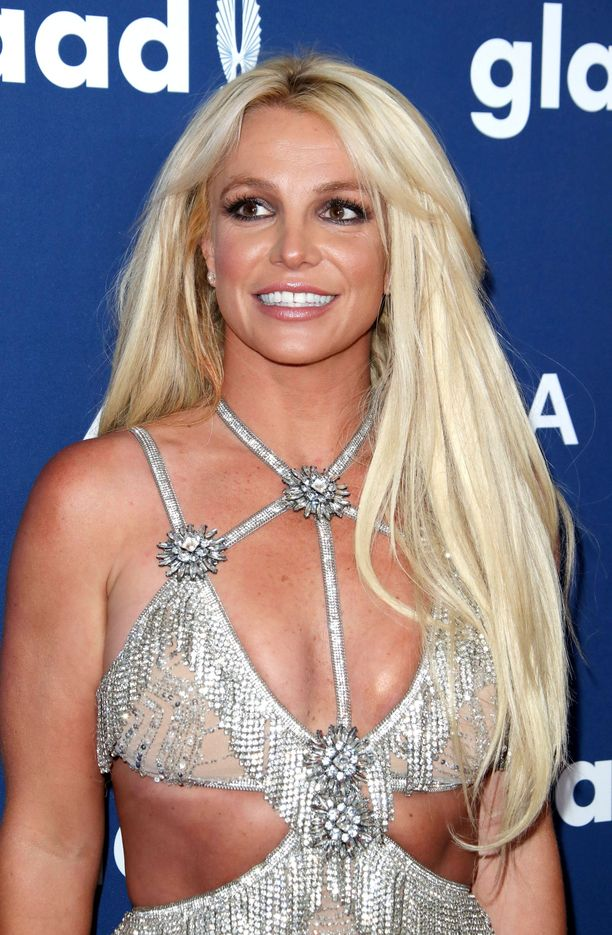 """Britney Spears on myöntänyt kokeilleensa huulitäytteitä jo vuonna 2014, ja tehneensä kasvoilleen muitakin """"kivoja juttuja"""". Vaikutus saattaa jo olla häipynyt, mutta joka tapauksessa Britney on kaukana muovisesta lookista."""