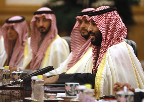 Saudi-Arabian kruunuprinssi Mohammad Bin Salman (oik.) liittyy Jamal Khashoggin murhaan, toteaa raportti.