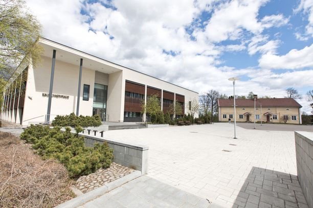 Patsas tulee Ylöjärven kaupungintalon aukiolle.