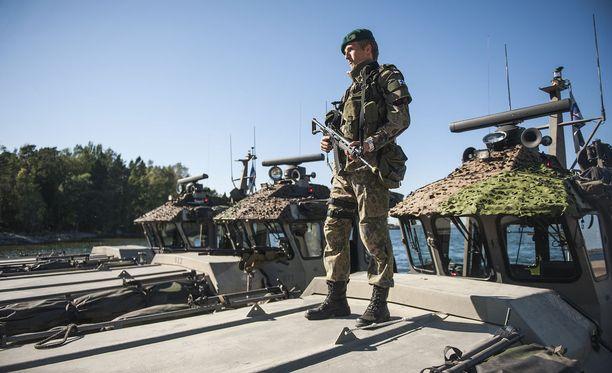 Suomi osallistuu myös aktiivisesti kansainväliseen kriisinhallintaan ja harjoituksiin.
