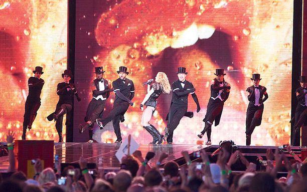 85 000 ihmistä huusivat ja tanssivat Madonnan sykkeen tahtiin.