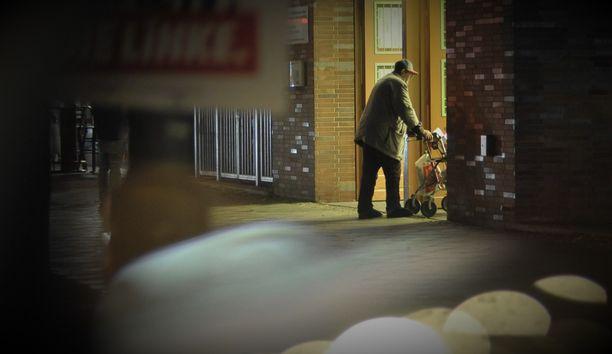 Uhri yllätettiin kotikulmillaan puoli yhdeksän aikaan illalla. Kuva ei liity tapaukseen.