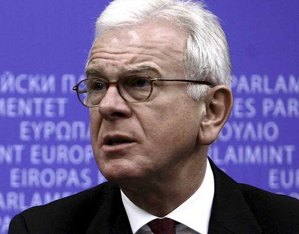 EU-parlamentin puhemies Hans-Gert Pöttering haluaa laajentumisen jäihin siihen saakka, kunnes Lissabonin sopimus tulee voimaan.
