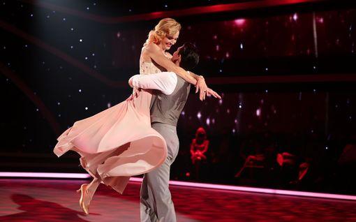 Tällaiset asut kilpailijoilla nähtiin Tanssii tähtien kanssa -ohjelman ensimmäisessä jaksossa - katso kuvat jokaisesta esityksestä