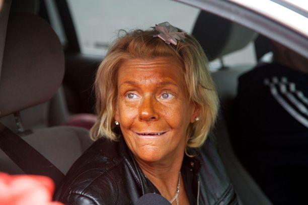 Amerikkalainen kohuäiti Patricia Krentcil kärsii rusketusaddiktiosta. Hän ei usko, että säännöllisestä solariumissa käymisestä on terveyshaittoja, vaikka naista onkin varoiteltu asiasta.