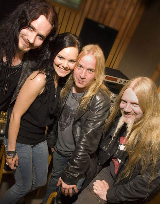 Nightwish muistaa myös kotimaan fanejaan kesällä.