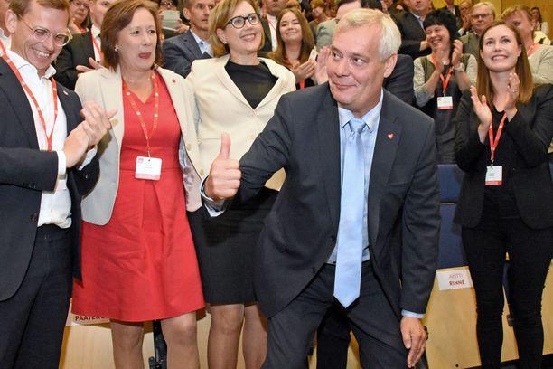 Puheenjohtaja Antti Rinne otti kaiken ilon irti puolueen presidenttiehdokaskisan ratkettua.