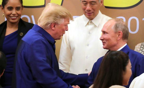 Donald Trump kertoo keskustelleensa Vietnamissa Venäjän mahdollisesta sekaantumisesta USA:n presidentinvaaleihin.