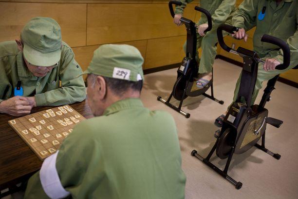 Yhä suurempi osa Japanin vankiloiden asukkaista on eläkeiän ylittäneitä.