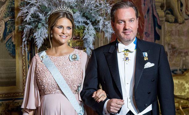 Prinsessa Madeleine asuu virallisesti Lontoossa. Nuorimmaisensa prinsessa synnytti Tukholmassa.