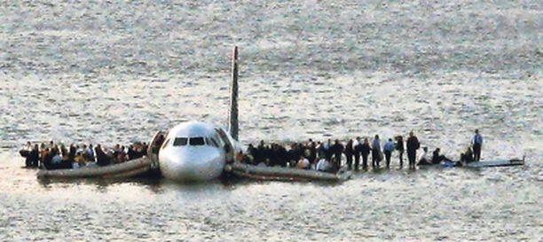 Taitavan kapteenin ansiosta kaikki pakkolaskun tehneessä koneessa olleet pelastuivat.