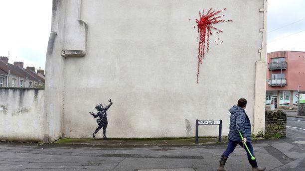 Salaperäisen Banksyn teos ilmestyi ystävänpäiväksi bristolilaisen talon seinälle.