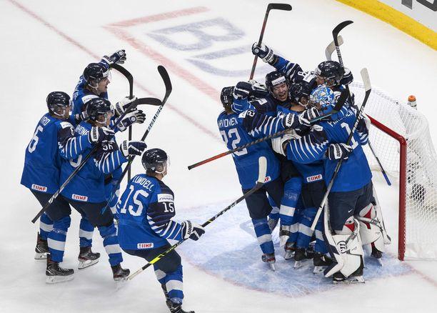 Suomi kaatoi Ruotsin 3–2 ja eteni välieriin, joissa vastaan tulee USA.
