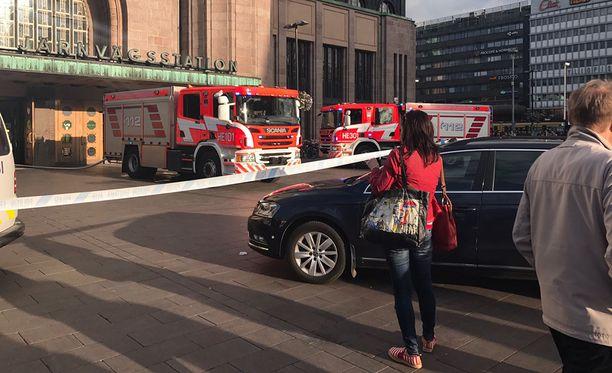 Helsingin päärautatieasema tyhjennettiin tulipalon vuoksi.