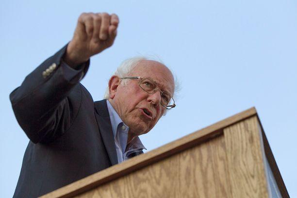 78-vuotias Sanders joutui tiistaina sairaalahoitoon rintakipujen vuoksi.