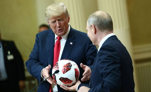 Donald Trump ja Vladimir Putin vaihtoivat urheiluaiheisia lahjoja.