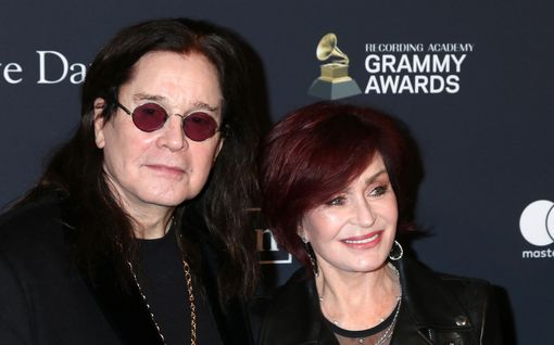 Ozzy Osbourne ja Sharon juhlivat hääpäiväänsä – liitto oli kaatua Ozzyn seksiaddiktioon