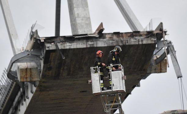 Silta romahti noin kello 12:30 Suomen aikaa.