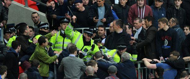 Millwallin kannattajat aloittivat tappelun.