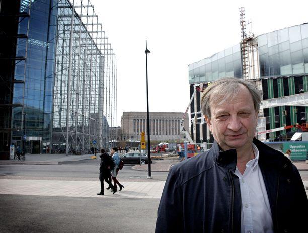 Liike Nytin perustajan, liikemies Hjallis Harkimon mukaan loikkausta suunnitellut SDP:n kaupunginvaltuutettu Jukka Järvinen ei lopulta ollut tervetullut mukaan ryhmän toimintaan.