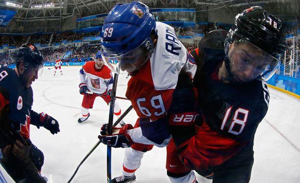 Tsekki ja Kanada väänsivät lauantaiaamuna alkulohkonsa kärkipaikasta.