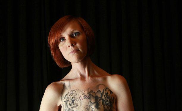 Tutkija Margot Mifflinin mukaan myös mastektomia-arpien tatuoiminen voi olla feministinen teko.