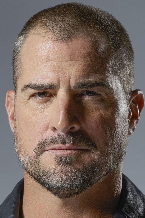 George Eads näyttelee Jackia, joka esittää illan jaksossa vanginvartijaa.