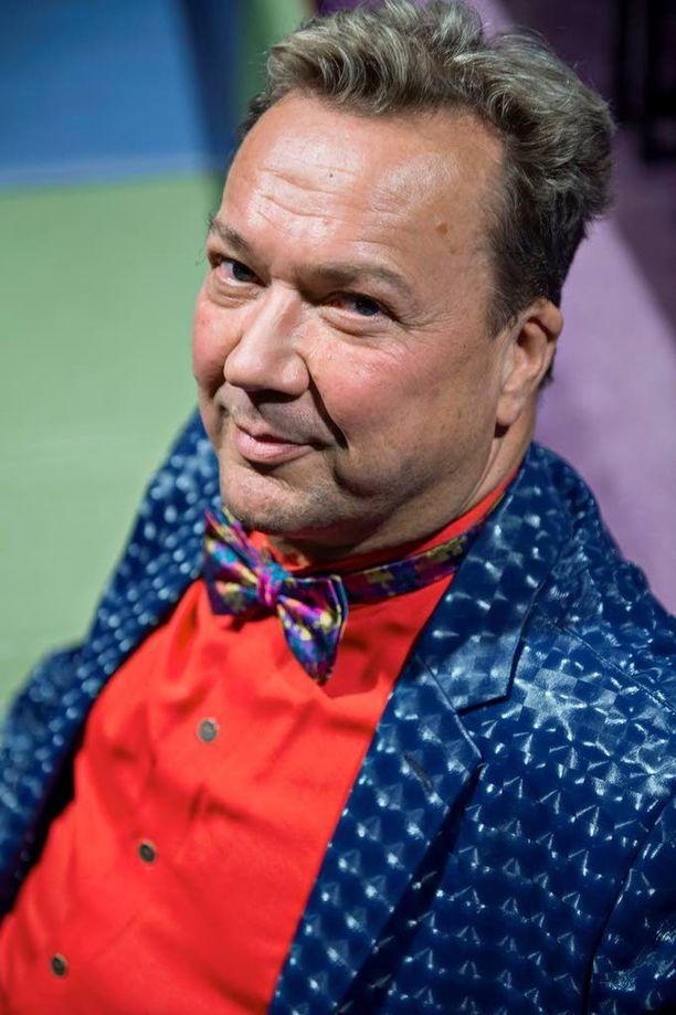 Simo Aalto on äimistyttänyt lapsia ja lapsenmielisiä tempuillaan jo yli 35 vuotta.