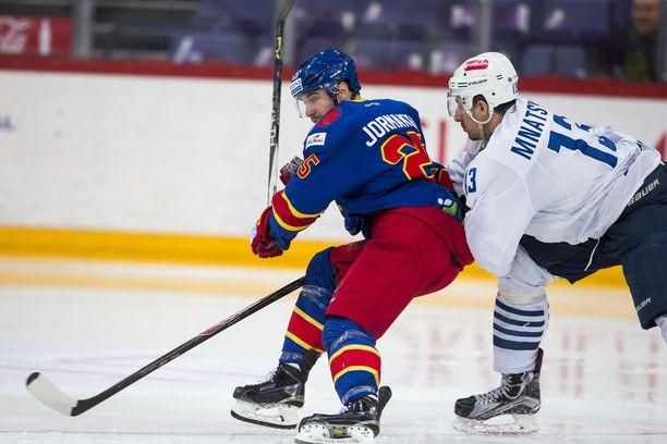 Samvel Mnatsjan Jokerien Pekka Jormakan perässä vuonna 2016 pelatussa ottelussa.