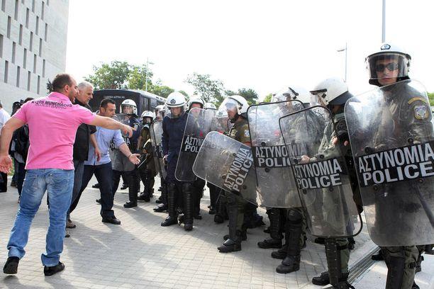 Mielenosoittajat ja Kreikan poliisi kohtasivat toisensa Thessalonikissa Kreikassa. Kaupungin työntekijät protestoivat jätehuollon yksityistämistä vastaan toukokuussa 2012.