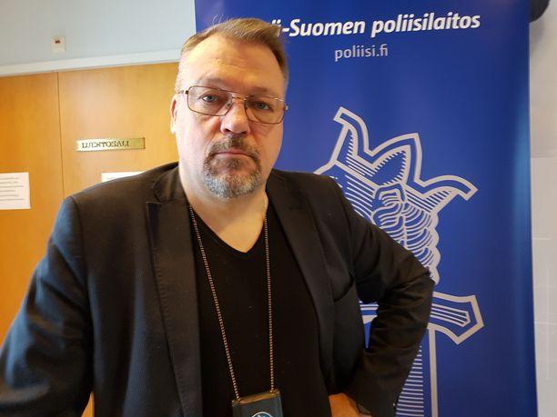 Jari Kinnusen kannabislinja perustuu pitkään uraan poliisissa. Kun päihdeongelma ja rikollisuus värittävät elämää, taustalla on aina myös kannabis, hän on nähnyt.