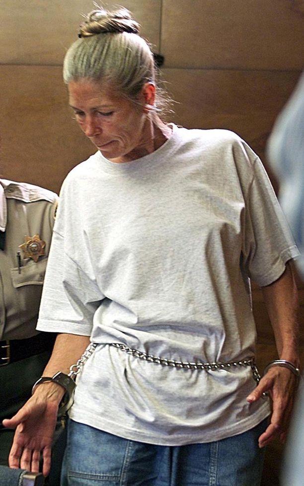 Leslie Van Houten vuonna 2002. Nainen on istunut vankilassa yli neljä vuosikymmentä.