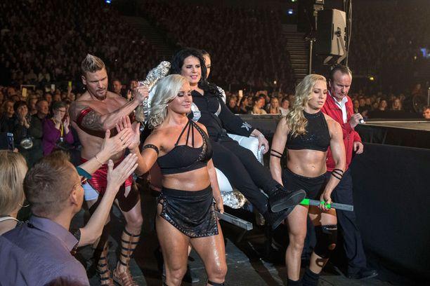 Gladiaattorit saattelivat Vain elämää -tähdet lavalle.