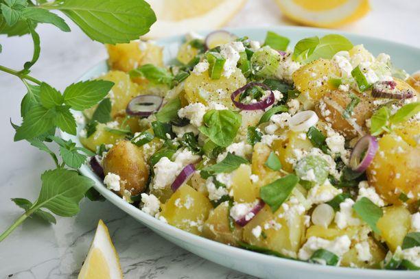 Feta-perunasalaatti on täydellinen lisuke grillatulle lihalle.