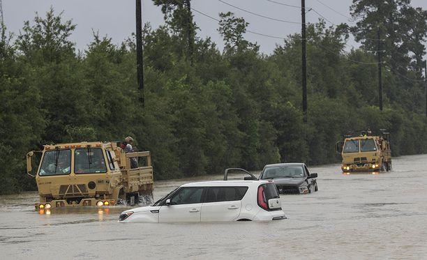 Tulvien takia noin 30 000 ihmisen arvellaan tarvitsevan lisäksi majapaikkaa.