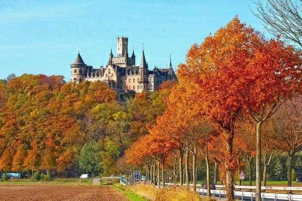 Marienburgin linna hallitsee maisemaa.