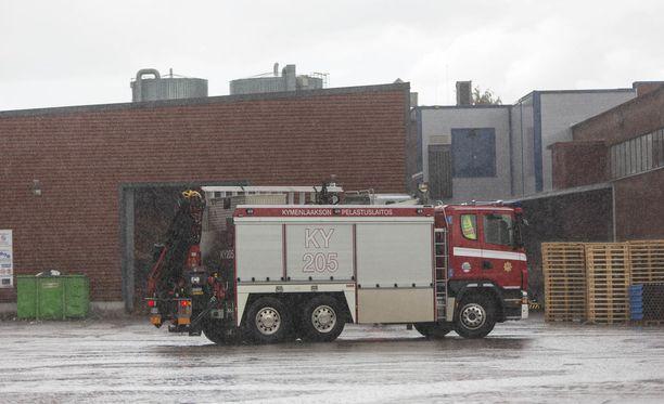 Kymenaakson pelastuslaitos joutui lauantaina töihin rankkasateiden vuoksi Kotkassa.
