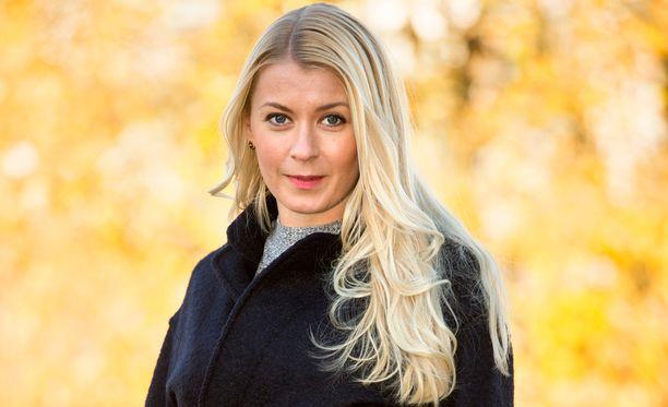 Monika Lindeman esittää Salkkareissa poliisi-Lindaa.