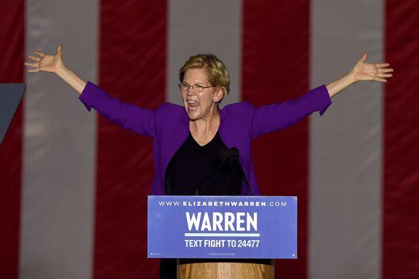 Elizabeth Warren puhui yli 20000 kuulijalle New Yorkissa viime viikolla.