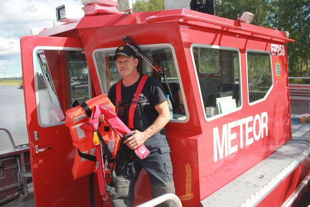 Palolaitoksen yksikönjohtaja Hannu Oksan mukaan Lappajärven veneonnettomuus on osoitus pelastusliivien tärkeydestä.