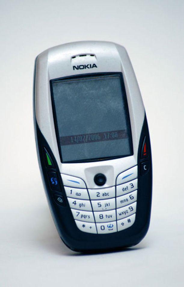 Nokia 6600 erottuu muista puhelimista muotoilullaan.