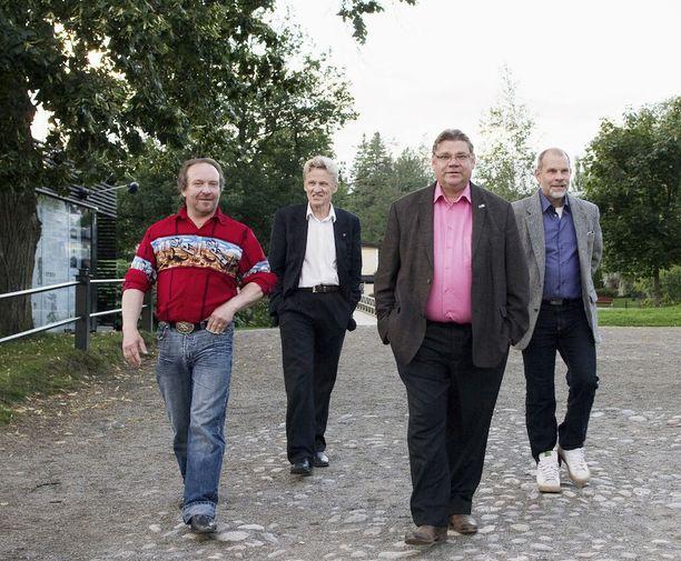 Perusmiehiä eduskuntaryhmän kokouksessa Savonlinnassa elokuussa 2012.